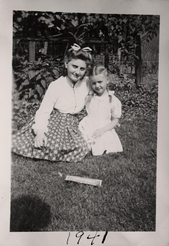 Michelle M. Murosky: The Murosky Collection &emdash; 1941 - Rita Ann & Marian Elaine Murosky