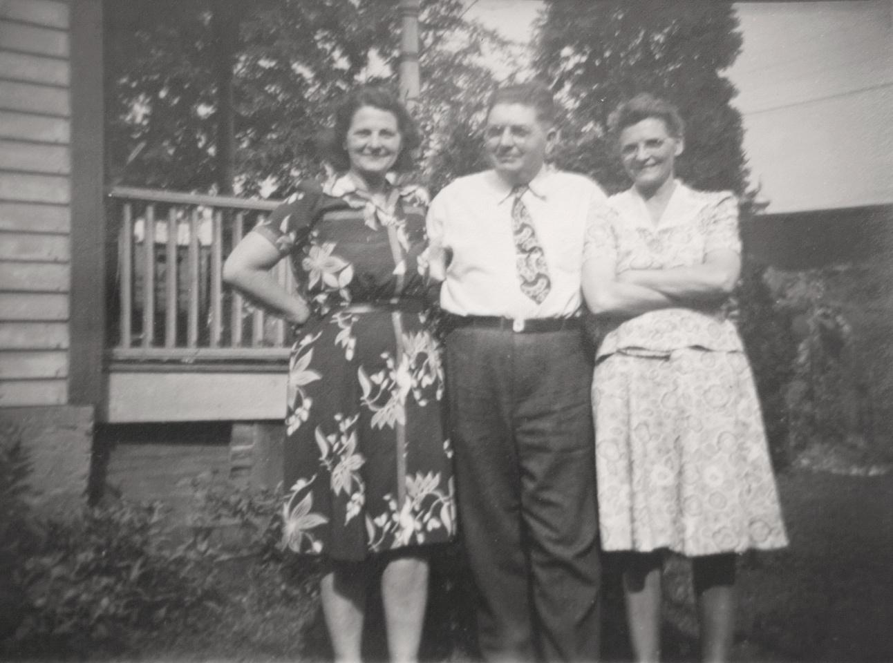 Michelle M. Murosky: The Murosky Collection &emdash; 1940's Murosky Family Gathering